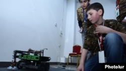Armenia - Schoolchildren take part in a robotics contest in Yerevan, 16 April 2016.