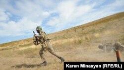 Arxiv foto: Qarabağdakı erməni əsgərlərinin təlimi. 28 oktyabr 2012