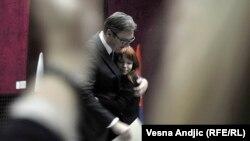 Aleksandar Vučić: Ne želim da čujem nijednu ružnu reč o Nikoliću (na slici: Slavlje Aleksandra Vučića i njegove ćerke Milice na sednici SNS-a)