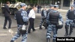 Російський ОМОН блокує центр Сімферополя, 18 травня 2014 року