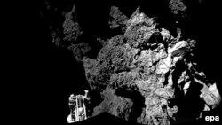 """Спускаемый модуль """"Фила"""" на поверхности кометы 67P."""
