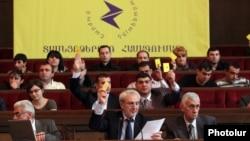 Armenia -- Aram Manukian (C) chairs an opposition conference in Yerevan, 22Dec2012.