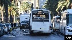 Pamje pas sulmit vetëvrasës kundër autobusit të rojes presidenciale në Tuniz