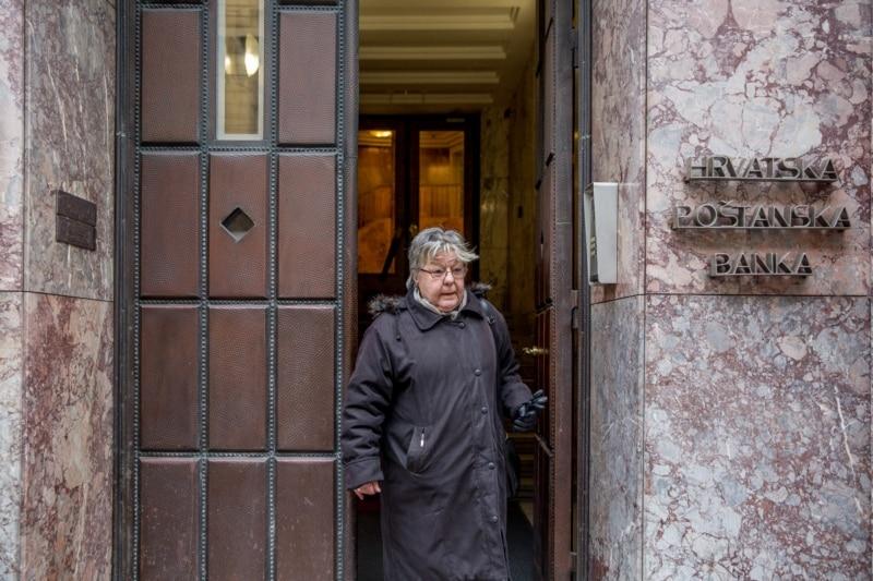 Seka Levak na ulazu bivšeg sjedišta Radio Zagreba u Jurišićevoj