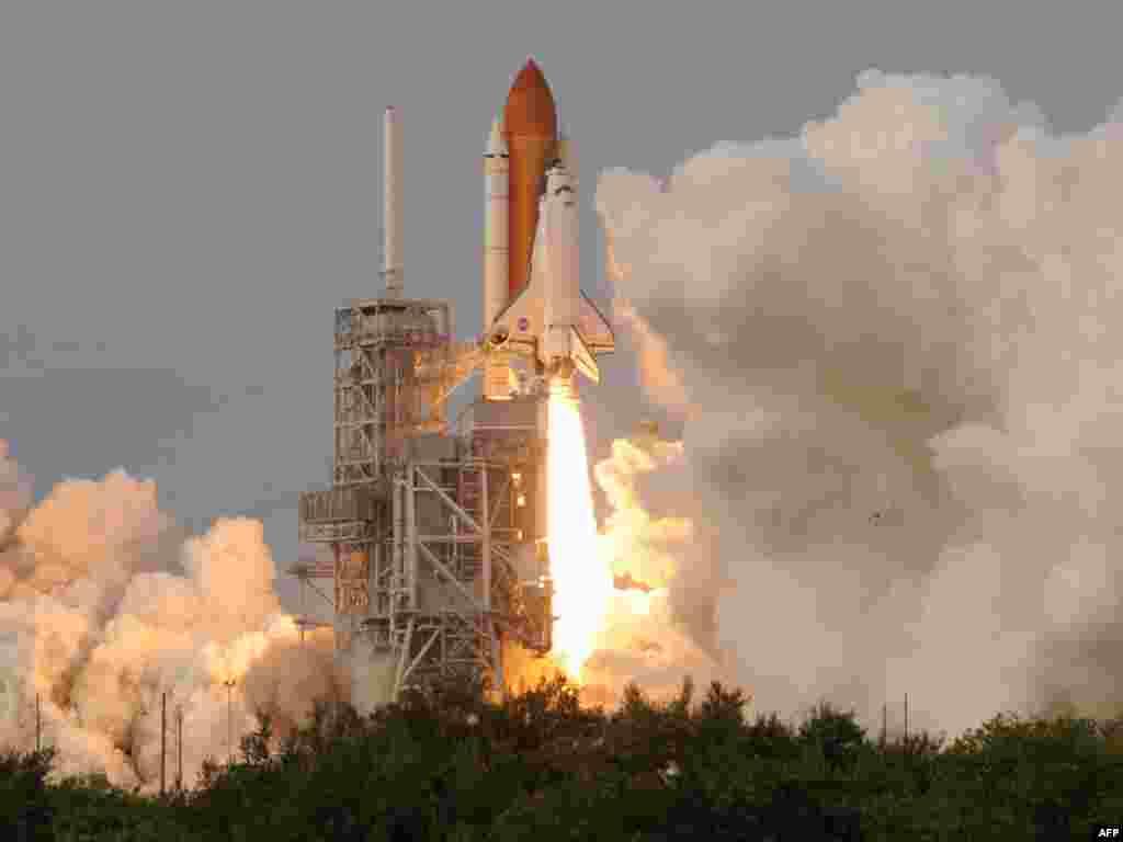 """В США с седьмой попытки осуществлен запуск космического корабля многоразового использования Endeavour (""""Индевор"""")"""