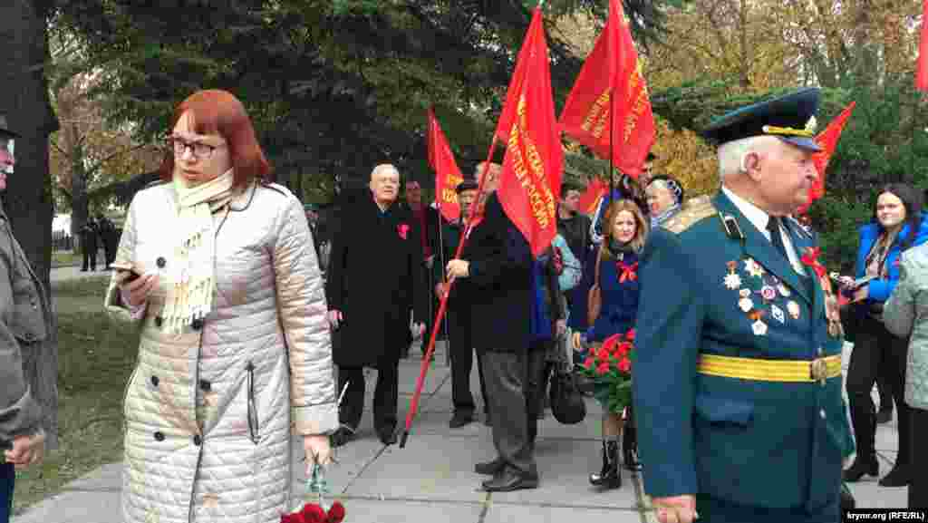 7 ноября в Симферополетакжепрошли торжественные мероприятия возле Пантеона Трудовой Славы на улице Набережной.