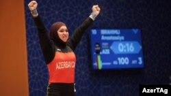 Qızıl medal qazanmış Anastasia İbrahimli, ağırlıqqaldıran.