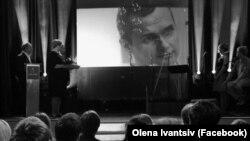 Церемонія заочного нагородження Олега Сенцова, який перебуває за ґратами в Росії, нагородою чеського кінематографічного та телевізійного союзу FITNESS, яка вручається з 1966 року. 17 січня 2015 року (архівне фото).