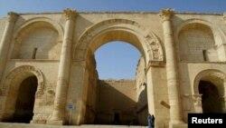 Hatrada turistlər, arxiv foto