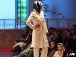 Официальное модное дефиле в Тегеране. 2015 год