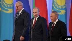 Еуразия экономикалық одағын құру келісіміне қол қойған Беларусь, Ресей мен Қазақстан президенттері. Астана, 29 мамыр 2014 жыл.