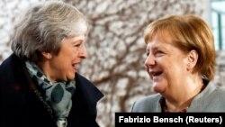 Theresa May və German Chancellor Angela Merkel