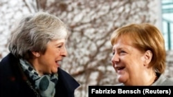 Theresa May i Angela Merkel u Berlinu, 11. decembar 2018.