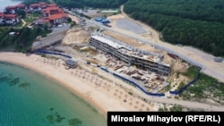 "Строежът на ""Алепу Вилидж"" на Шофьорския плаж край Созопол"
