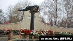 """Memorialul """"Maica Îndurerată"""", în memoria celor decedați la Nistru în 1992"""