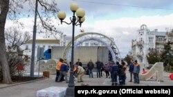 Крим, Євпаторія, новорічна арка
