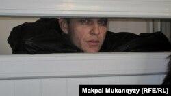 Александр Паленый, обвиненный в оскорблении полицейских, на заседании суда. Алматы, 26 октября 2010 года.