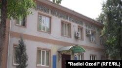 Здание в Душанбе, где раньше размещался офис Партии исламского возрождения Таджикистана. 28 августа 2015 года.