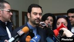 Հայաստանում Իրանի դեսպան Սեյեդ Քազեմ Սաջադին պատասխանում է լրագրողների հարցերին, 18-ը փետրվարի, 2016թ.