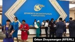 В кулуарах Всемирного курултая казахов, на котором прозвучал призыв создать фонд «Отандастар». Астана, 23 июня 2017 года.