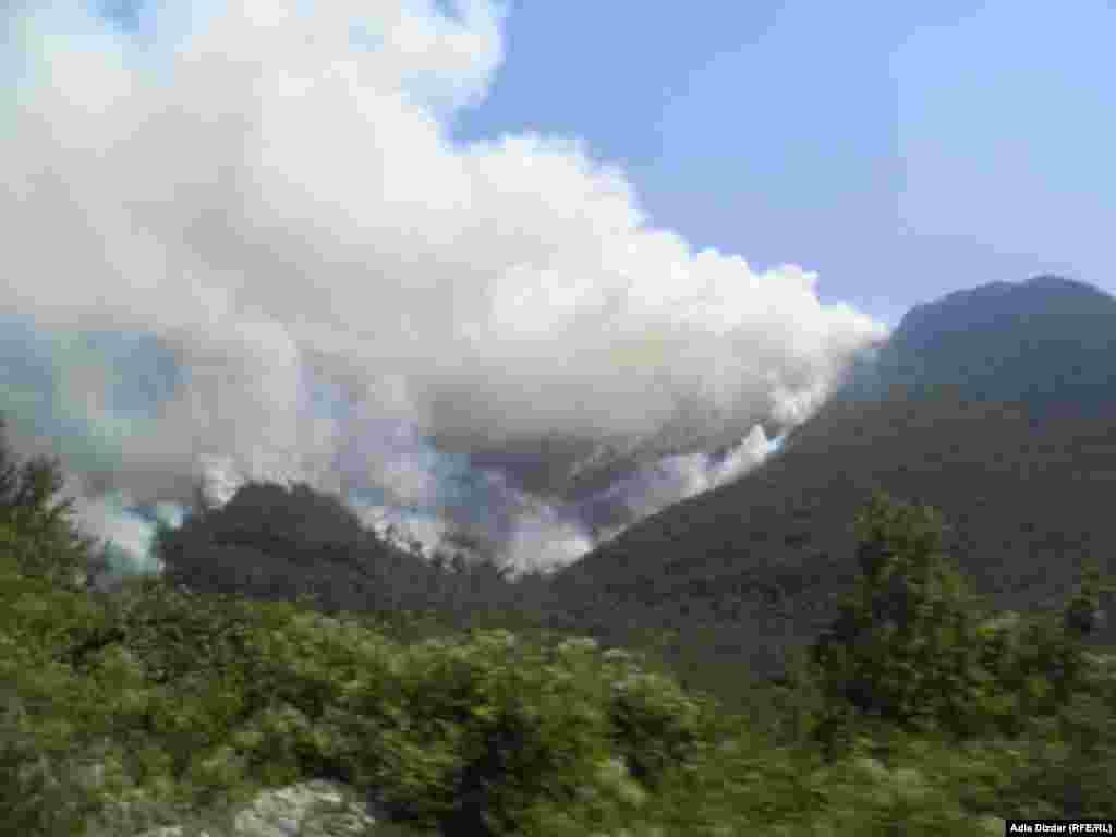 Bosnia-Herzegovina - Fire, Ruiste, Mostar, 24Aug2012.