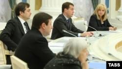 Перед началом встречи с членами Совета по содействию развитию институтов гражданского общества и правам человека и представителями неправительственных организаций по проблемам Северного Кавказа