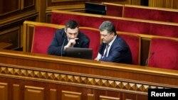 """Лидер партии """"УДАР"""" Виталий Кличко и Петр Порошенко, кандидат в президенты Украины. Киев, 8 апреля 2014 года."""