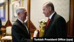 دیدار جیمز متیس، وزیر دفاع آمریکا با رجب طیب اردوغان رئیسجمهور ترکیه، در آنکارا.