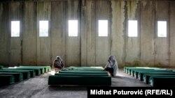 Memorijalni centar Potočari pred ukop novoidentifikovanih žrtava 11. jula 2017.