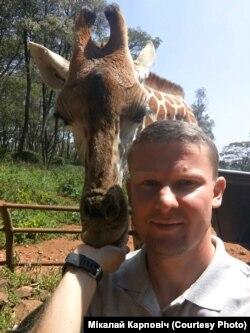 Мікалай Карповіч з «жыхаром» Кеніі