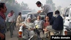 زخمیان اردوگاه اشرف در یکی از درگیریها با نیروهای عراقی.