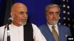 Afghanistan's presidential candidate Ashraf Ghani (left) with his rival Abdullah Abdullah
