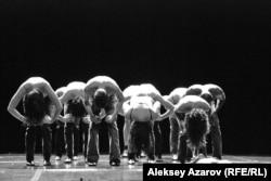 """Фрагмент спектакля """"Весна священная""""."""