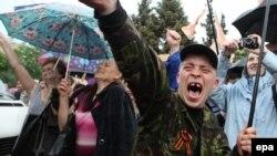 Пророссийский митинг в Луганске. Май 2014 года