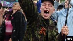 Святковий мітинг до оголошення результатів «референдуму про статус Луганської області» в Луганську, 12 травня 2014 року