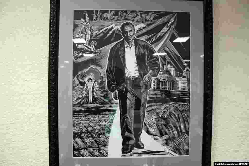Суретші Манатбек Аманбаевтың «Ғасырлар тоғысында» картинасында ақ жолмен келе жатқан президент Нұрсұлтан Назарбаев бейнеленген. «Дала антлантидасы» 22 жұмыстан тұрады. Сақтардан әкеліп, бүгінге алып келдім. Мынау - ең соңғы жұмыс. Дала тарихы біздің тәуелсіздікпен жалғасып жатыр. Президентпен аяқтағым келді. Бірақ әлі жалғасы да болады» дейді суретші Манатбек Аманбаев.