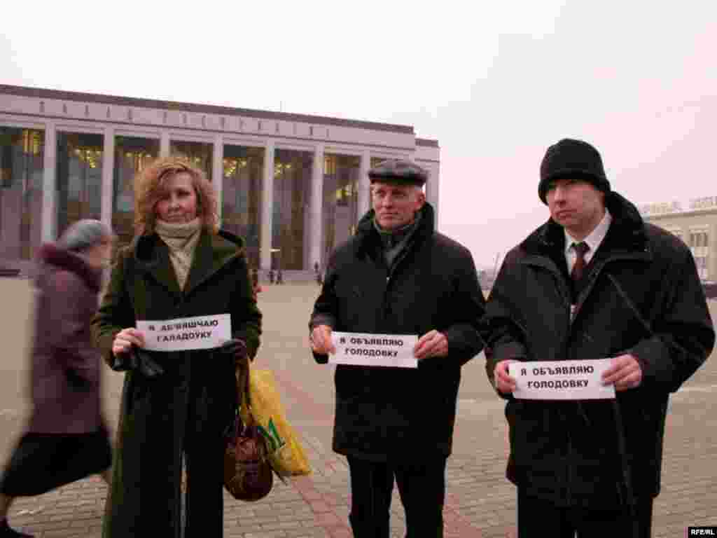 "Belarus – protest of the hunger-strikers Syarhey Skrabets, Alyaksandar Skrabets, Tatsyana Vanina on the October square, Minsk, 20Mar2008 - Belarusian opposition activists Tatsyana Vanina, Syarhey Skrabets, and Alyaksandr Skrabets last month announced the start of their ""relay"" hunger strike, with each protester participating as long as he or she can. The protesters were demanding the release of Alyaksandr Kazulin, a jailed former presidential candidate who is widely considered a political prisoner."