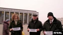 Удзельнікі галадоўкі на Кастрычніцкай плошчы 16 сакавіка