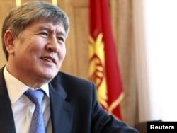 Алмазбек Атамбаев, один из лидеров антибакиевской революции, 6 июня 2011 года.