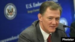 Заместитель помощника госсекретаря США по вопросам Европы и Евразии Джордж Кент в Ереване, 16 октября 2018 г.