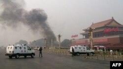 Պեկինի Տյանանմեն հրապարակից պատահարից հետո ծուխ է բարձրանում, 28-ը հոկտեմբերի, 2013թ․
