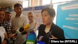 Министр труда и социальной защиты населения Казахстана Тамара Дуйсенова отвечает на вопросы журналистов.