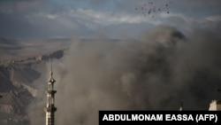 تصویری آرشیوی از منطقه غوطه شرقی پس از یک حمله هوایی