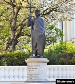 Пам'ятник правителю України-Русі, князю Володимиру Великому в Лондоні біля посольства України у Великій Британії. Його встановили у 1988 році з нагоди 1000-ліття Хрещення України