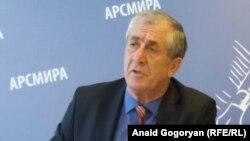 Министр внутренних дел Аслан Кобахия уверен, что побег заключенных из Драндского СИЗО был организован. Фото автора