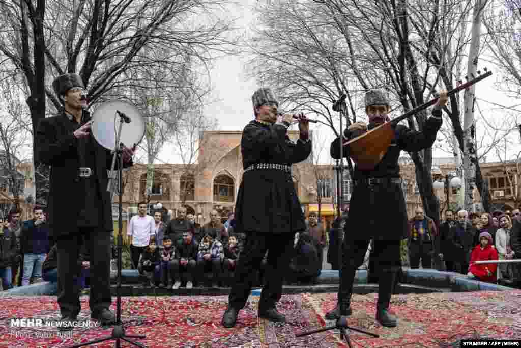 مراسم چهارشنبهسوری در بازار بزرگ تبریز.