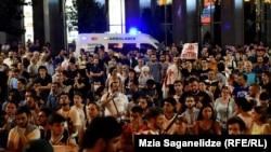Акция протеста возле парламента Грузии, Тбилиси, 23 июня 2019 года