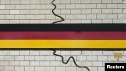 Фрагмент мемориала объединения Германии, расположенного в городке, находившемся когда-то на границе ГДР и ФРГ
