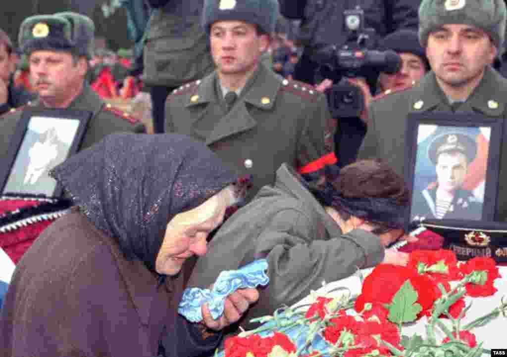 """Август бывает террористический, техногенный. Еще бывает август военный и с государственным переворотом. Не забудем - 12 августа 2000 года в Баренцевом море затонула атомная подводная лодка """"Курск"""""""