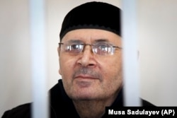 Oyub Titiyev, the head of regional branch of Russian human rights group Memorial, at a court hearing in Grozny. (file photo)